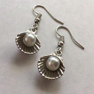 Jewelry - Sea Shell Pearl Earrings. 🆕 🌊